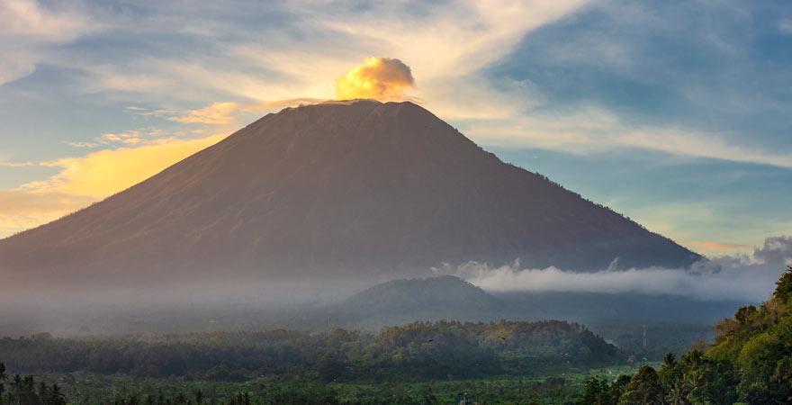 Eine Wanderung auf den Vulkan Gunung Agung auf Bali ist sehr zu empfehlen