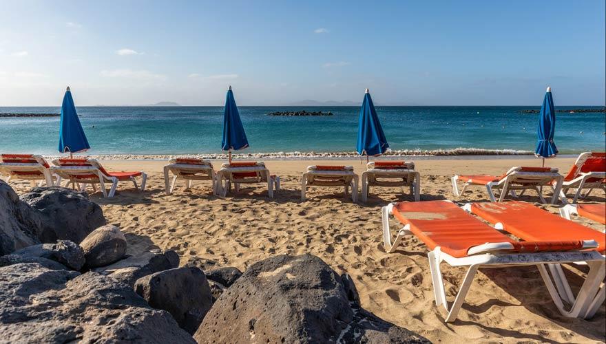 Der Strand Playa Dorada auf Lanzarote