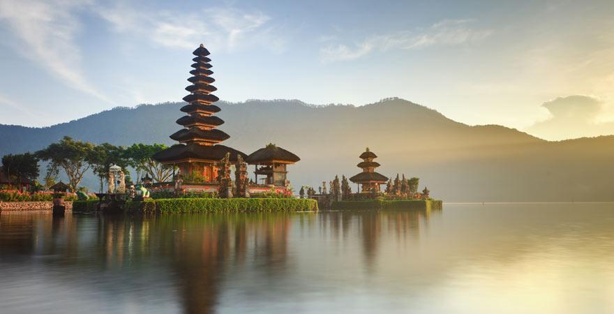 Der Tempel Pura Ulun Danu Bratan ist eine der meistfotografierten Sehenswürdigkeiten auf Bali