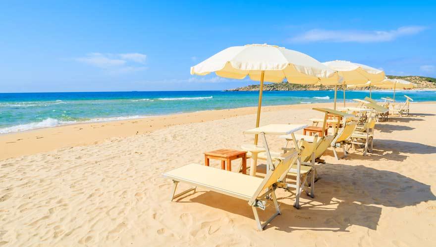 Der herrliche Strand von Sa Colonia auf Sardinien