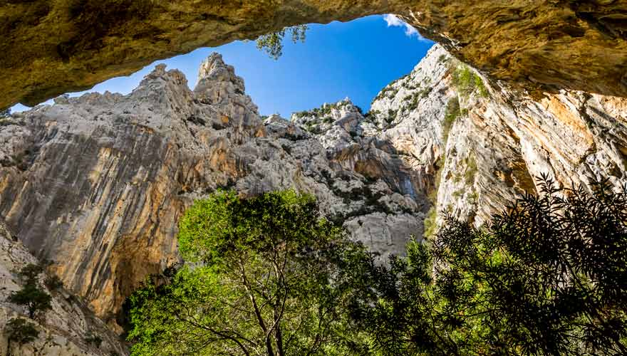 Bei einer Wanderung durch die Gorropu-Schlucht auf Sardinien erwarten euch szenische Bilder