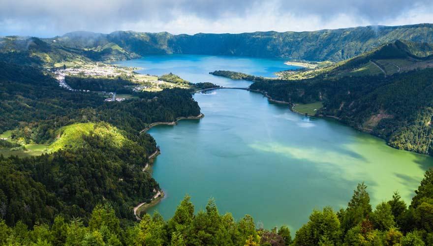 Blick von oben auf Lagoa Azul und Lagua Verde, Sao Miguel,