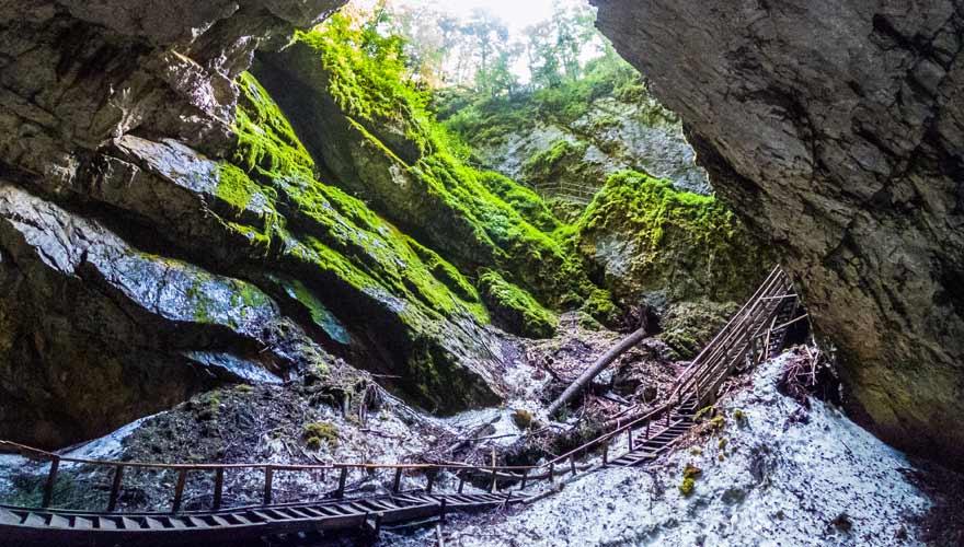 Die Scarisoara Eishöhle in Rumänien