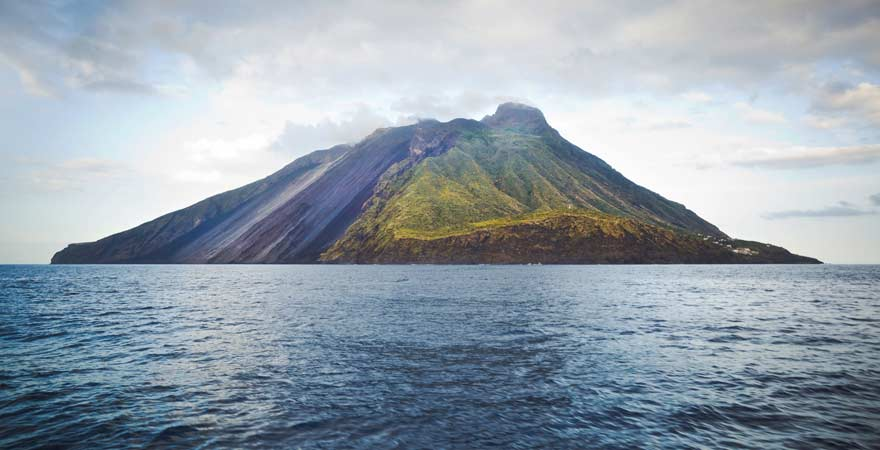 Vulkan Stromboli vor Sizilien