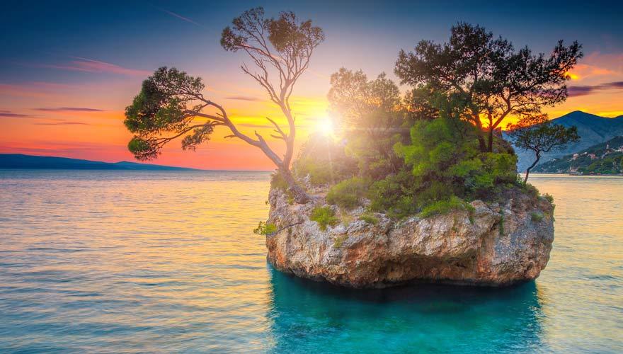 Der Brela Stein ist eine der beliebtesten Sehenswürdigkeiten in Kroatien