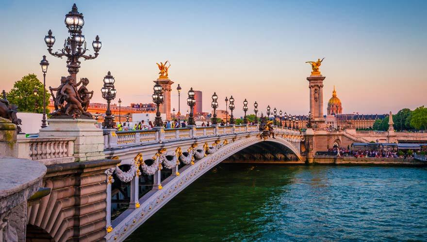 Die Pont Alexandre III in Paris ist eine der schönsten Brücken weltweit