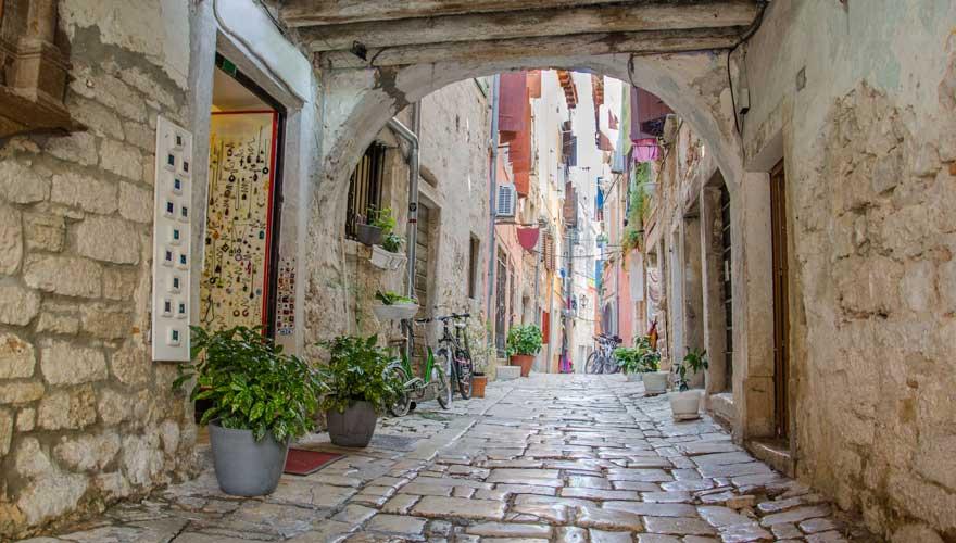 Gasse in Rovinj in Kroatien