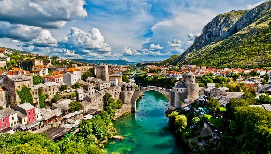Stari Most in Mostar ist eine der schönsten Brücken