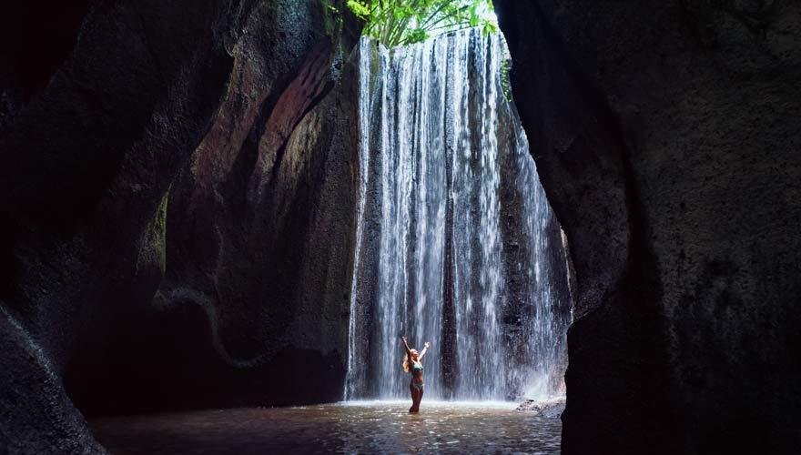Tukad Cepung Wasserfall ist eine schöne Sehenswürdigkeit in der Nähe von Ubud auf Bali
