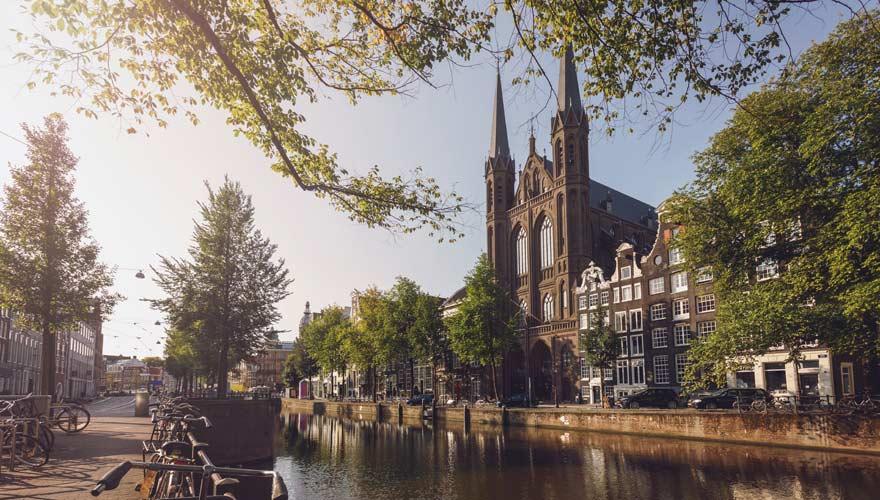 De Krijtberg Kirche an der Herengracht in Amsterdam