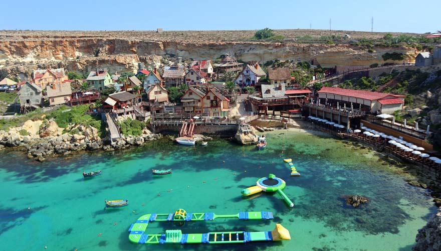 Popeye Village auf Malta ist eine beliebte Sehenswürdigkeit