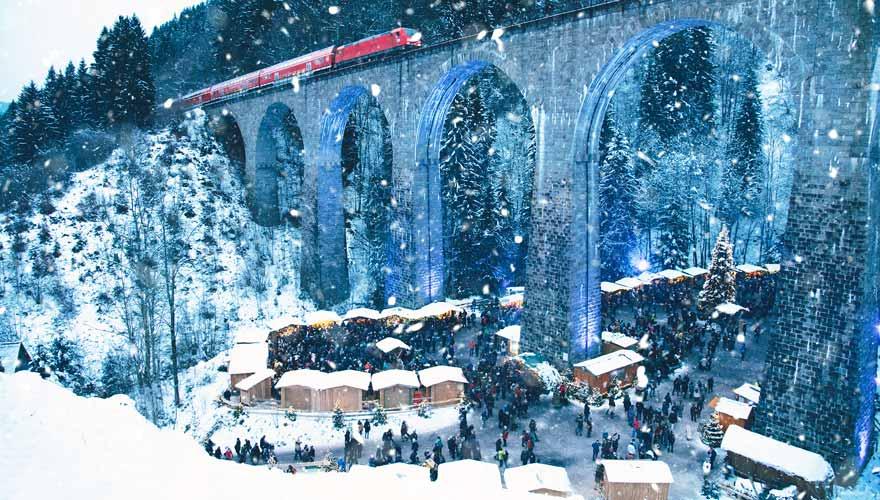 Weihnachtsmarkt unter der Höllentalbahn in der Ravennaschlucht