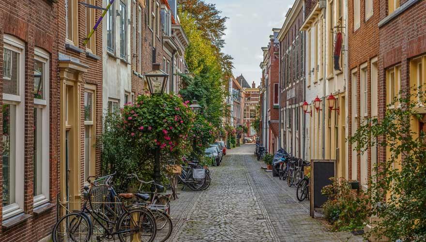 Leiden ist eine sehr pittoreske Stadt in den Niederlanden