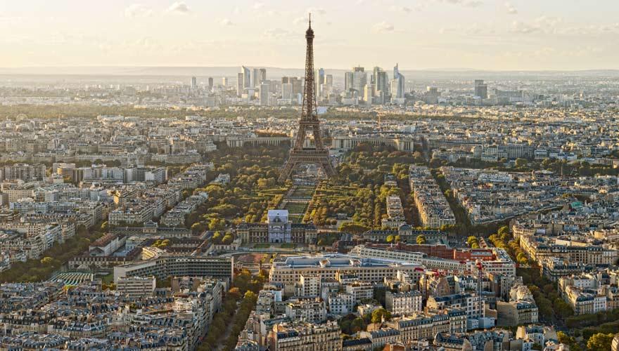 Sehr typisch für Frankreich ist der Eiffelturm