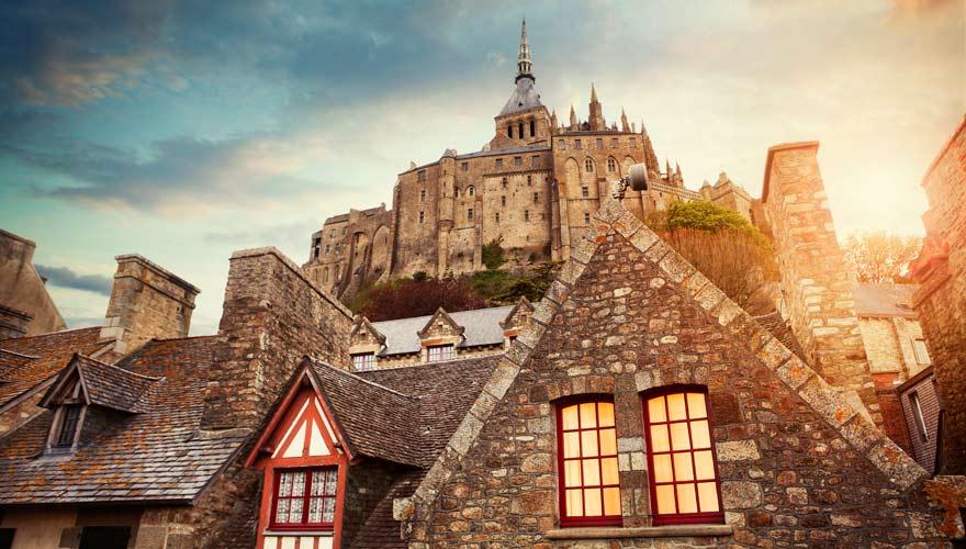 Eine typische französische Sehenswürdigkeit ist Mont Saint-Michel in der Bretagne