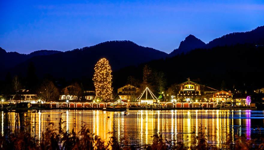Einer der schönsten Weihnachtsmärkte in Bayern ist der Adventszauber am Tegernsee