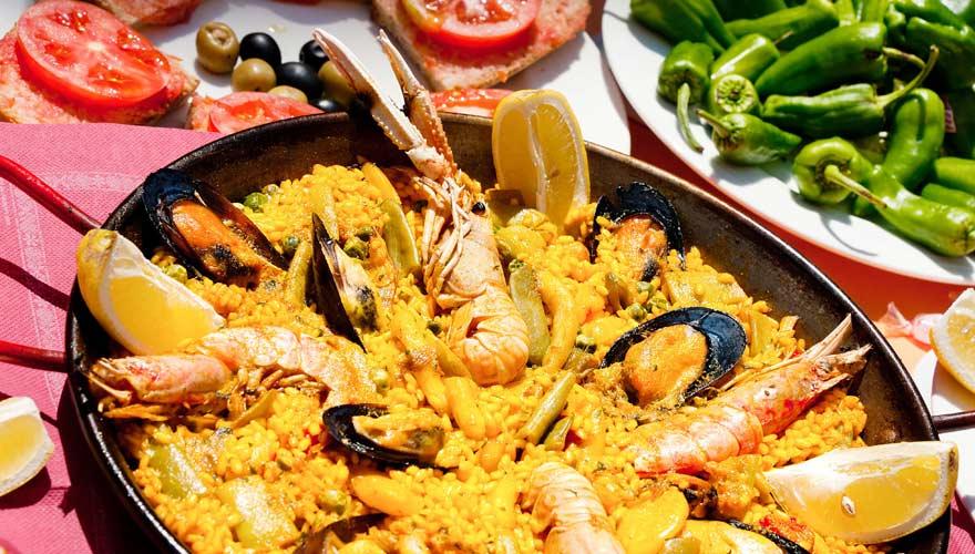 Typisch spanisch ist eine Paella
