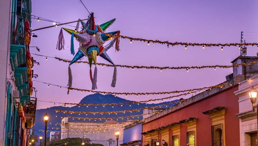 Zum Weihnachtsbrauch in Mexiko gehören Pinatas