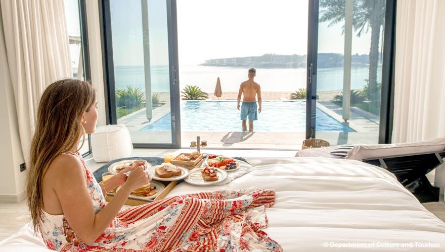 Paar auf Nurai Island in Abu Dhabi