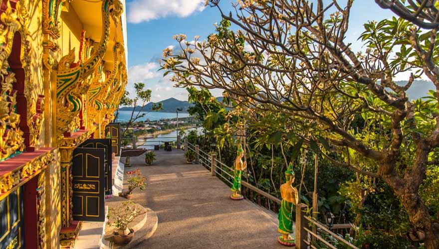 Ein weiterer toller Aussichtspunkt auf Koh Samui ist oben beim Wat Khao Hua Jook