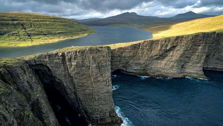 Der Sorvagsvatn ist ein See, den es so eigentlich nicht geben dürfte - ein echtes Naturwunder!