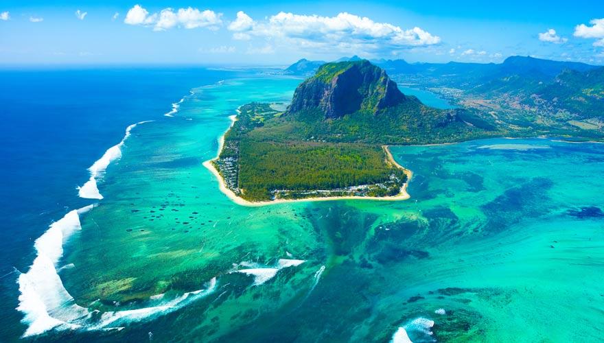 Ein außergewöhnliches Naturphänomen ist der Unterwasser-Wasserfall auf Mauritius