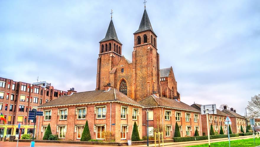 Sint Walburgis Kirche im niederländischen Arnhem