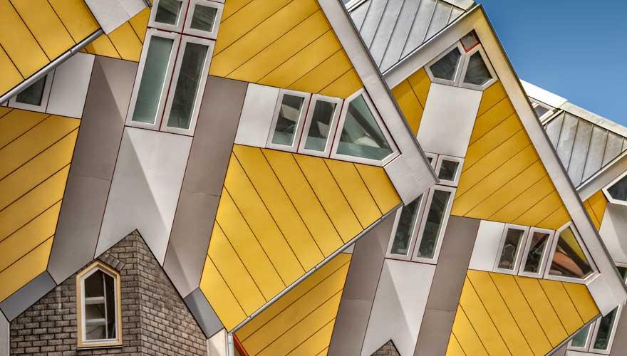 Rotterdam ist aufgrund seiner architektonischen Vielfalt wie der Kubushäuser ein tolles Reiseziel in den Niederlanden für einen Städtetrip