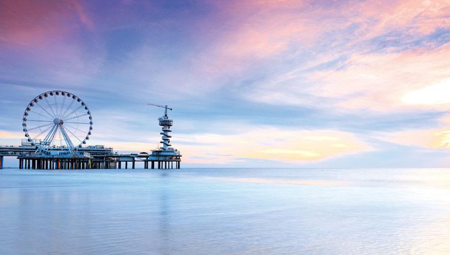 Der Pier mit Riesenrad im holländischen Scheveningen
