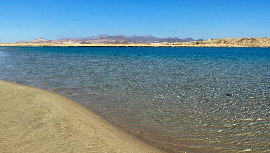 Magic Lake im Ras Mohammed mit Sinai-Gebirge im Hintergrund