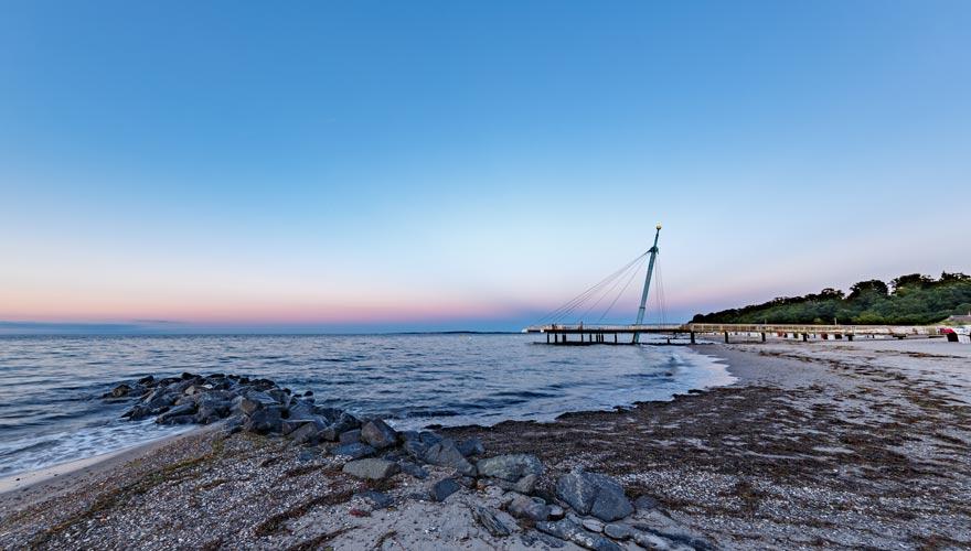 Der Strand von Hohwacht an der Ostsee zur Blauen Stunde