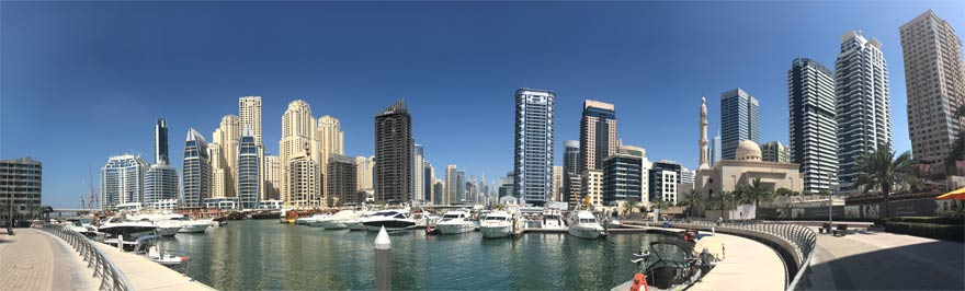 Panorama der Dubai Marina bei Tag