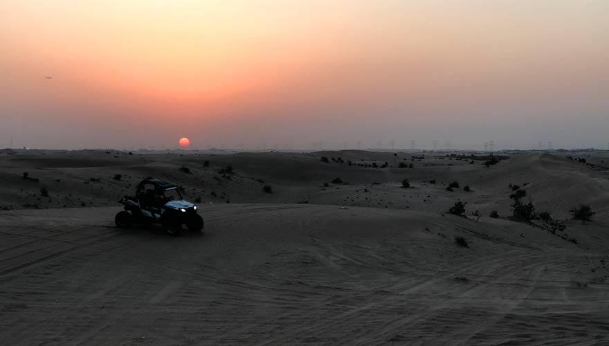 Sonnenuntergang in der Wüste von Dubai