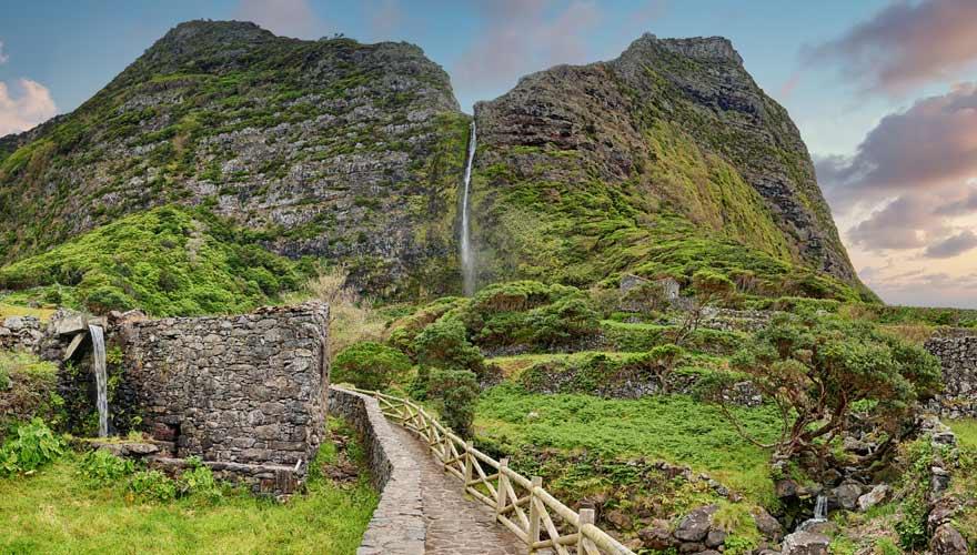 Wanderweg zum Wasserfall Poço do Bacalhau auf Flores, Azoren