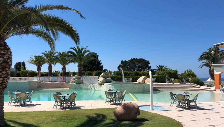 Pool im LABRANDA Rocca Nettuno Tropea