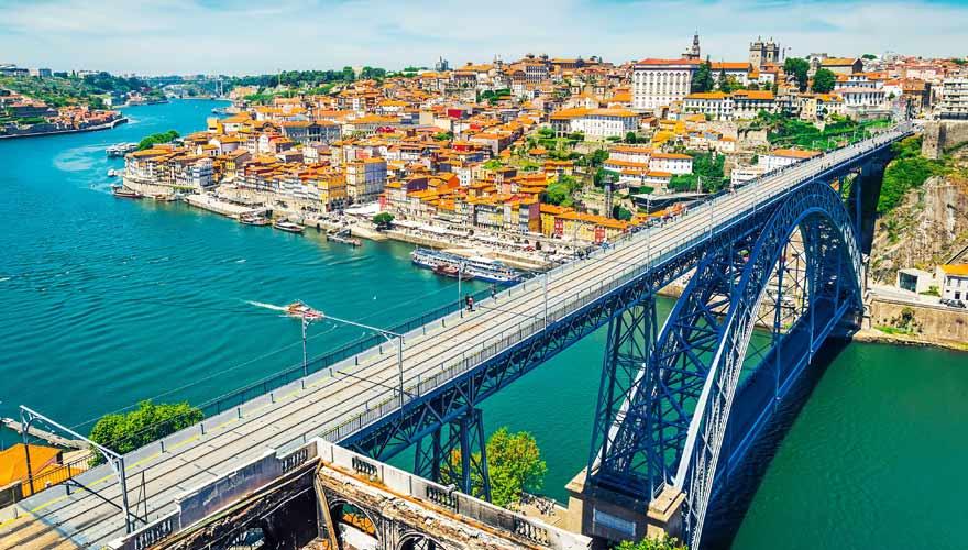Die Brücke Dom Luís I ist das Wahrzeichen von Porto