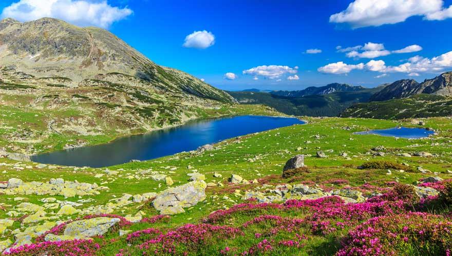 Landschaft mit See im Retezat-Nationalpark