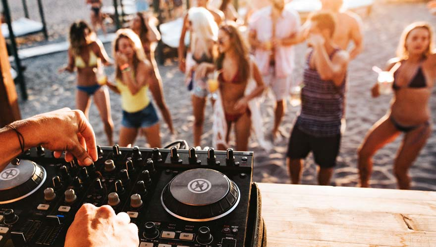 Party am Strand von Goldstrand in Bulgarien