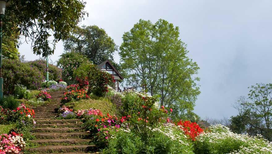 Gartenanlage des Bhubing Palace in Chiang Mai