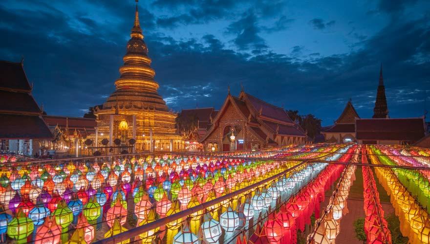Laternen bei Nacht zum Loi Krathong Fest in Chiang Mai