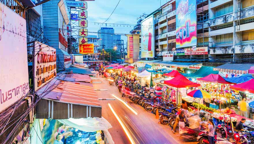 Bunter Nachtmarkt in Chiang Mai