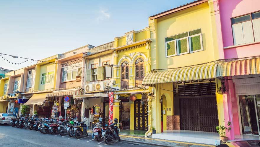 Bunte Häuser in der Altstadt von Phuket