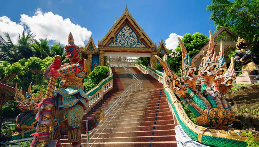Stufen zum Wat Khao Rang Tempel in Phuket