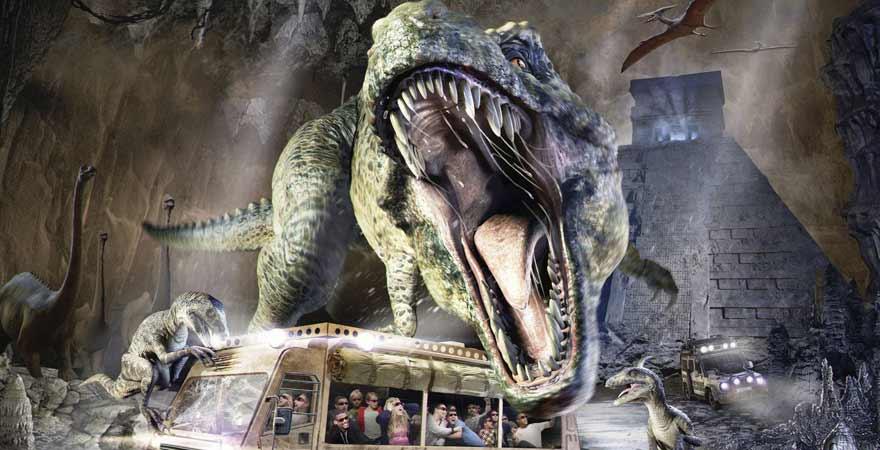 Dinosaurier und bus im Movie Park