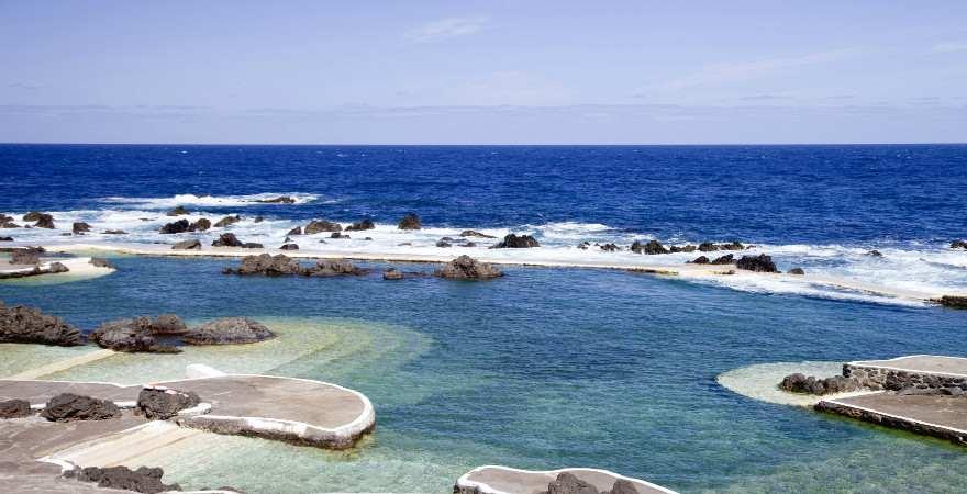 Schwimmen in natürlichen Lavabecken in Porto Moniz Madeira