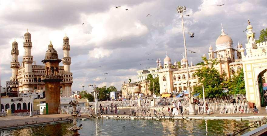 Das Chaminar ist ein Torbogen auf den eine Moschee gebaut wurde
