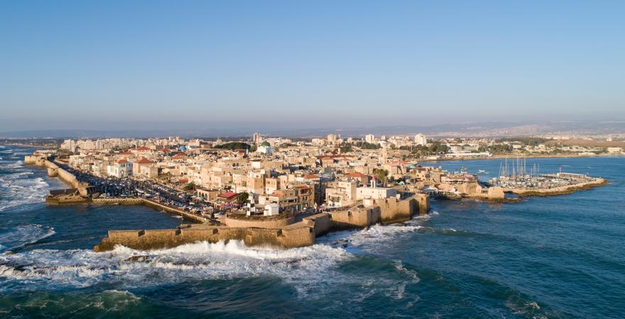 Akkon ist eine Hafenstadt in Israel, zu deren Sehenswürdigkeiten eine Zitadelle der Johanniter zählt