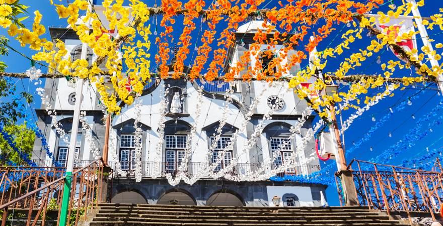 Die Wallfahrtskirche Nossa Senhora im Stadtteil Monte auf Madeira Portugal