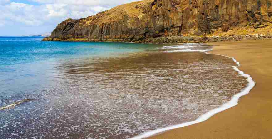 Prainha Beach Sandstrand von Felsen umgeben auf der Insel Madeira Portugal