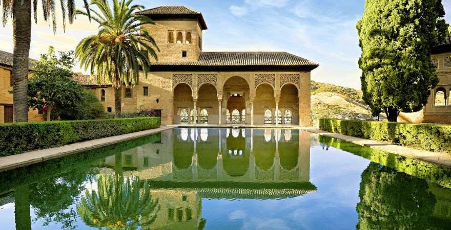 Ein Teich in den Gärten der Alhambra